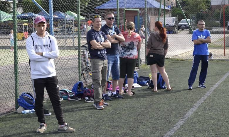 Grali przez 12 godzin dla swojego, chorego kolegi z drużyny, który także pojawił się na boisku. Pokazali, że mają wielkie serca