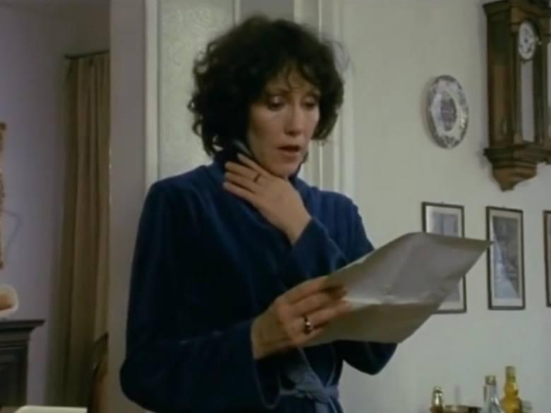 """Odcinek szesnasty """"Ślad rękawiczki"""". Hanna Stankówna jako Elżbieta, żona doktora Miłosza."""