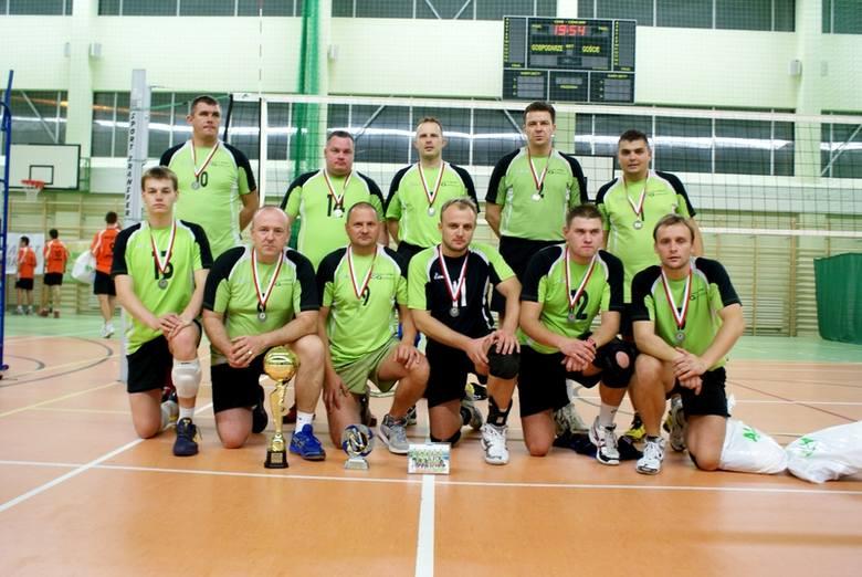 OGG Nysa - wicemistrzowie Polski amatorówGórny rząd (od lewej): Piotr Czuczman, Łukasz Marciniak, Piotr Chudy, Marek Kucharski, Wojciech Kondracki.Dolny