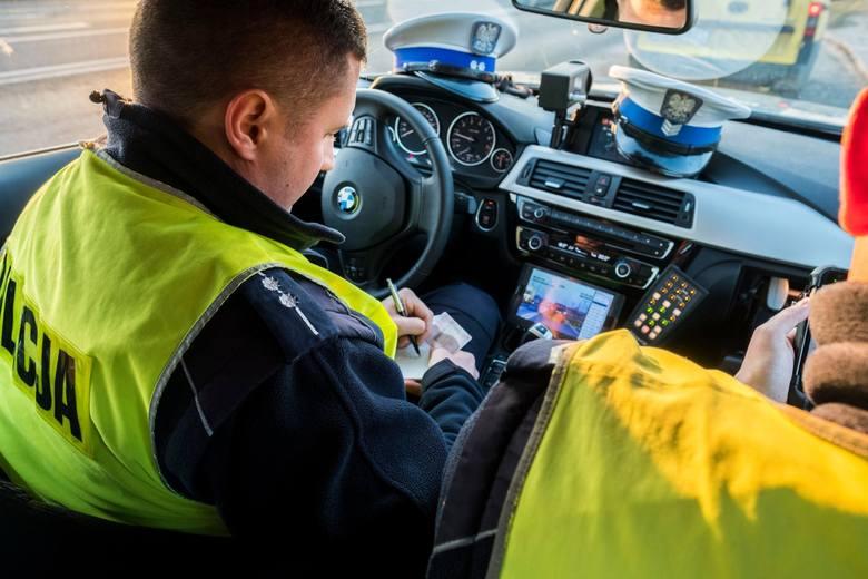 Jeszcze w tym roku mają zacząć obowiązywać nowe zasady obowiązujące podczas kontroli samochodów przez policję. Projekt przepisów w tej sprawie przygotował