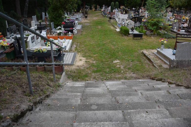 Stary cmentarz przy ul. Wrocławskiej w Zielonej Górze. Mieszkaniec prosi o interwencję w sprawie utwardzenia ścieżki w kwaterze numer 35.