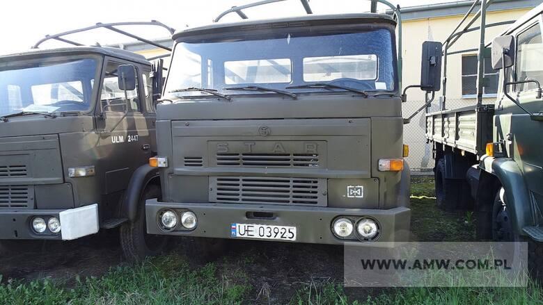Samochód ciężarowy STAR 200 (bez opończy) - 2 sztukiRok produkcji: 1986Cena: 4500 zł (za sztukę)Miejsce i termin: AMW w Bydgoszczy, ul. ul. Gdańska 163a,