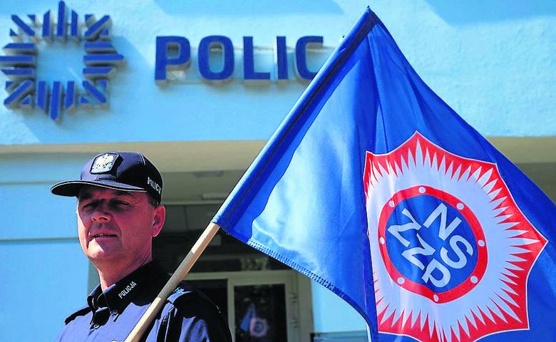 St. asp. Marek Ziomek przewodzi NSZZ Policjantów w Toruniu. W tutejszej komendzie pomór też trwa...