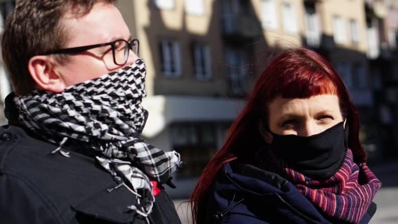 Obowiązek zakrywania ust i nosa obowiązuje od czwartku (16.04) na terenie całej Polski. Nakaz ma związek z epidemią koronawirusa. Kto jest zwolniony