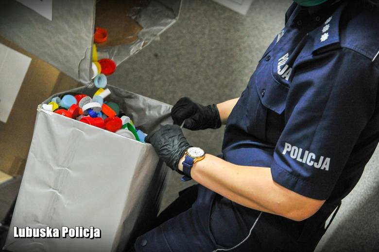 Gorzowskie policjantki pomagają 15-letniej Kornelii.