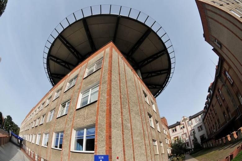 Lądowisko na dachu Szpitala Uniwersyteckiego w Zielonej Górze przy ul. Zyty zostało wybudowane przez firmę Skanska (dokończyła budowę po firmie, która