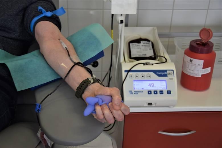 Koronawirus. Krwi coraz mniej. Małe wampiry z onkologii proszą o pomoc (wideo)