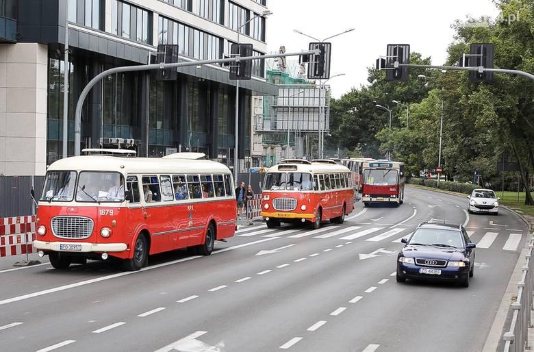 Parada autobusowa, zwiedzanie zajezdni, czyli świętujemy 140. rocznicę komunikacji miejskiej w Szczecinie [ZDJĘCIA]