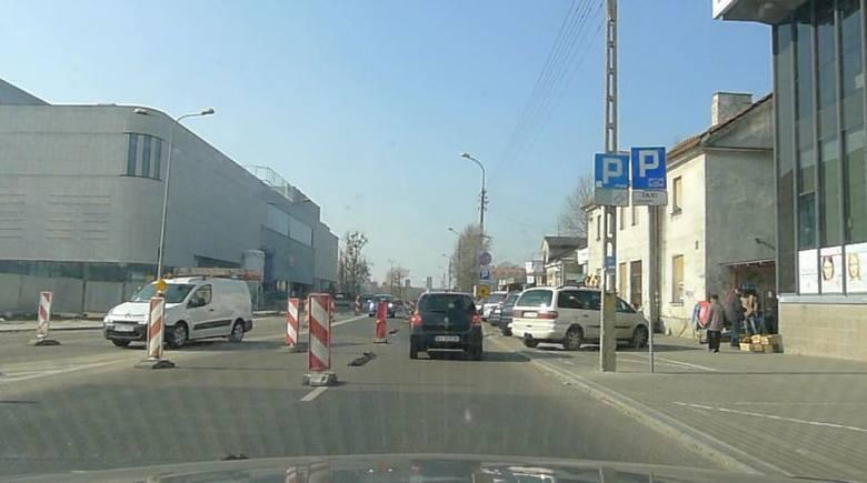 Ul. Jurowiecka. Rozpoczyna się przebudowa ulicy przy galerii (wideo)