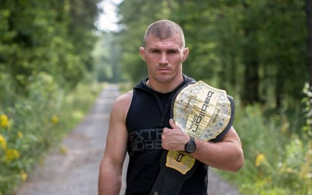 Daniel Rutkowski pokonał Rene Runge na gali Babilon MMA w Legionowie.