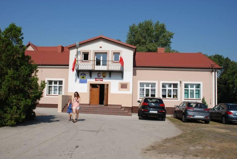 W powiecie radziejowskim gimnazja są w każdej gminie: w Dobrem, Osięcinach, gminie Radziejów, Bytoniu, Topólce, Piotrkowie Kuj. i Radziejowie dwa - jedno
