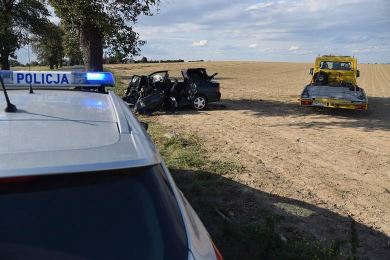 Śmiertelny w skutkach wypadek na lokalnej drodze z Mietkowa do Kostomłotów