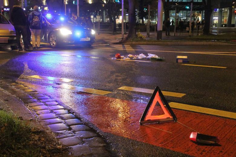 - Ze wstępnych ustaleń policjantów wynika, że 32 – letnia  kobieta, kierująca pojazdem   Renault Clio potrąciła przechodzącą przez przejście dla pieszych