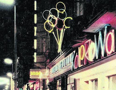 Kiedyś neon kawiarni, dziś reklama lodziarni Kolorowa. Neon z lat 60. w nowej odsłonie zaprojektował Piotr Blamowski