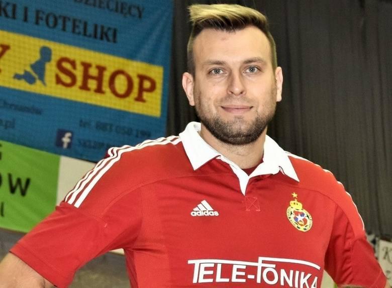 GRZEGORZ KMIECIK (Węgrzcanka Węgrzce Wielkie)Wychowanek Wisły, w ekstraklasie 70 meczów i 12 bramek. Teraz gra w klubie, którego najsłynniejszym wychowankiem