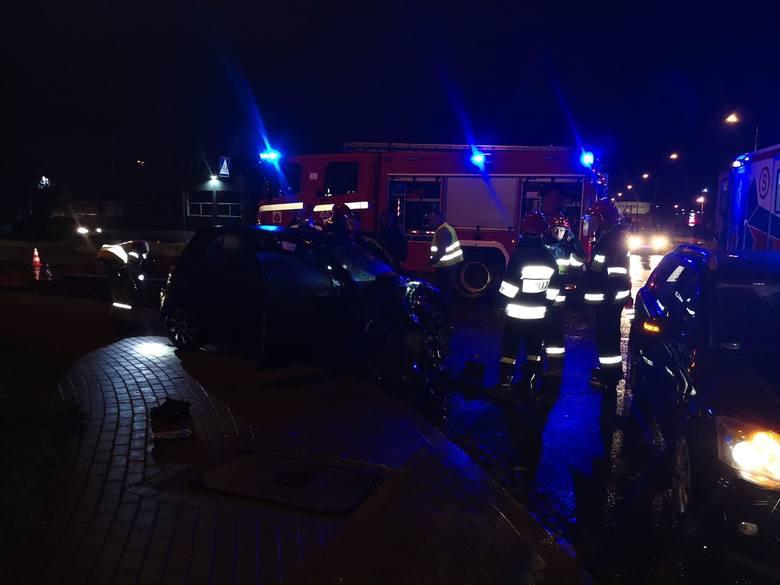 Wymuszenie pierwszeństwa na ciężarówce musiało się skończyć źle - jedna osoba z osobówki trafiła do szpitala.Wczoraj około godziny 22.00 przy ulicy Składowej