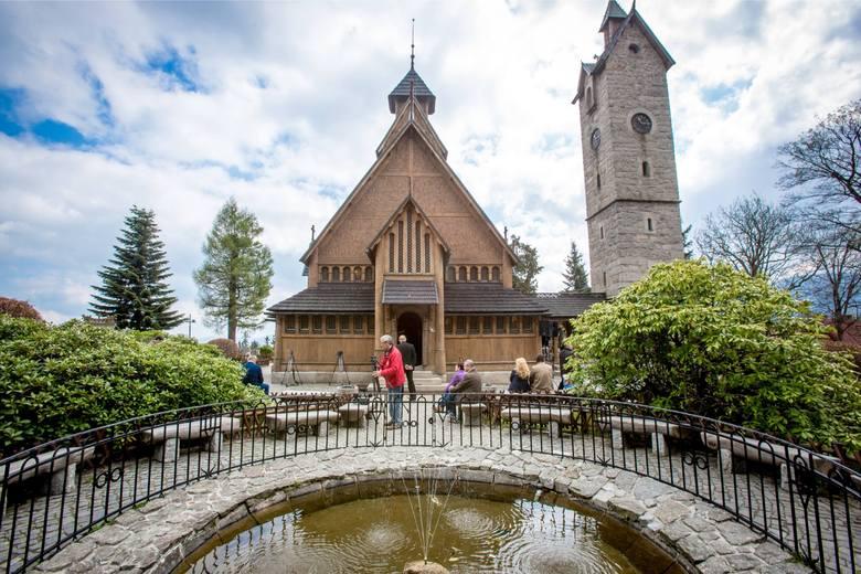 Chociaż nazwa tego budynku brzmi nieco orientalnie, pochodzi on...ze Skandynawii. Ta ewangelicka świątynia została w 1842 roku przeniesiona z Vang, miejscowości