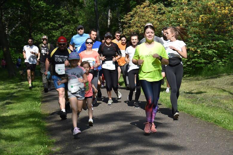 Bieg organizowany w Parku Kościuszki tym razem miał cel charytatywny, ponieważ biegacze zbierali podczas niego pieniądze na wakacje dla podopiecznych