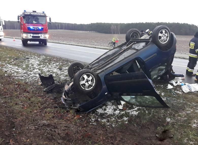 Do groźnie wyglądającego wypadku doszło w poniedziałek po południu na drodze wojewódzkiej numer 193 w miejscowości Studźce w powiecie chodzieskim.Przejdź