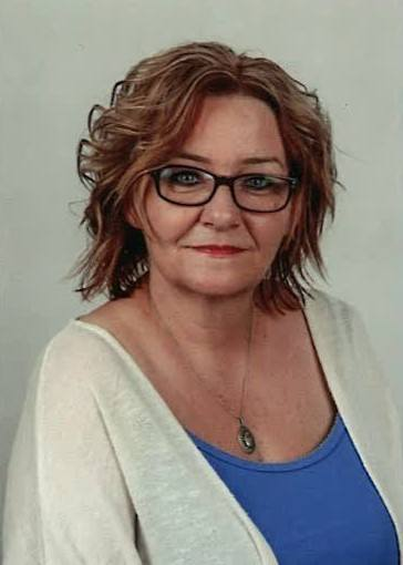 ANITA BĄK, Nauczyciel klas IV-VIIINauczycielka z 32-letnim stażem, pracuje w Zespole Szkolno-Przedszkolnym w Łączniku. Ukończyła  filologię polską oraz