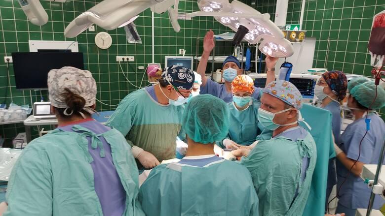 Pierwsza w Polsce operacja zaawansowanego nowotworu z rozsiewem do otrzewnej z wykorzystaniem Systemu Hipec Combat PRS.