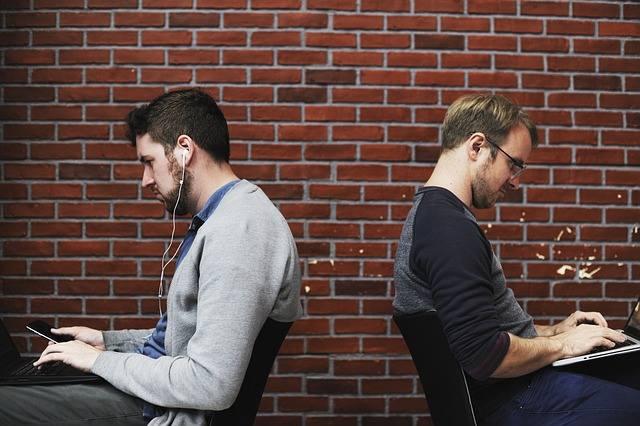 """To jedna z najbardziej oczywistych, choć często trudno uchwytnych (zwłaszcza dla szefów!)  przyczyn odejść pracowników. Jeśli stosujesz zasadę """"dziel"""