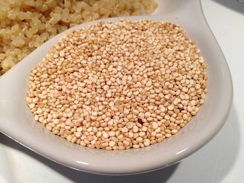 """Komosa ryżowa to pseudo-zboże pochodzące z Ameryki Południowej, obecnie coraz popularniejsze w Polsce. Określenie komosy mianem """"superfoods"""" jest bardzo"""