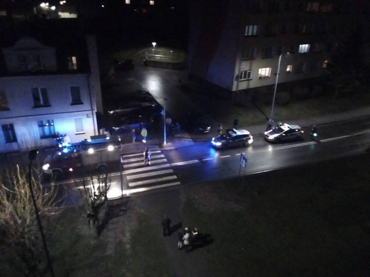 W piątek około godz. 20 na przejściu dla pieszych przy ul. Wybickiego/Szewskiej (droga krajowa nr 21) w Miastku doszło do potrącenia dwóch osób.