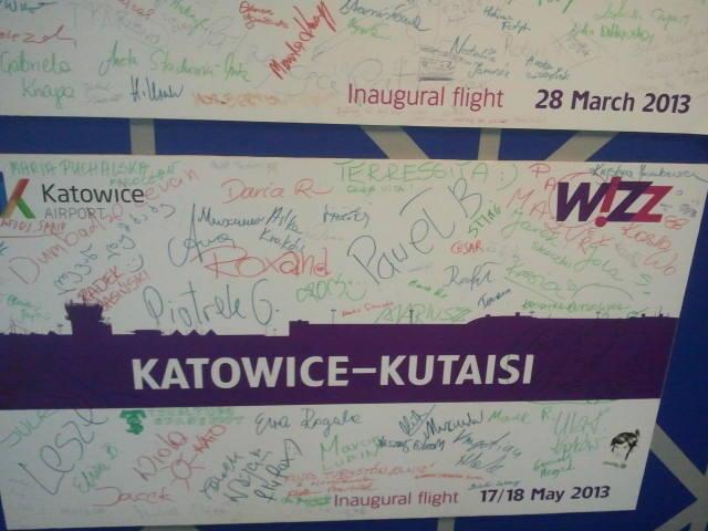 """W nocy z 17 na 18 maja 2013 linia lotnicza Wizz Air wykonała pierwszy lot na trasie Katowice - Kutaisi (Gruzja) - Katowice. Turyści się cieszyli, bo to oryginalny i """"modny"""" kierunek. I te loty zniknęły z rozkładu, choć są w systemie na wiosnę 2015."""