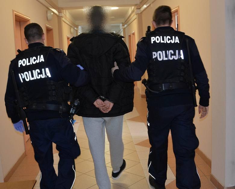 Suwalscy kryminalni ustalili, że dwóch młodych mieszkańców naszego miasta może posiadać znaczne ilości narkotyków. Informacje policjantów potwierdziły