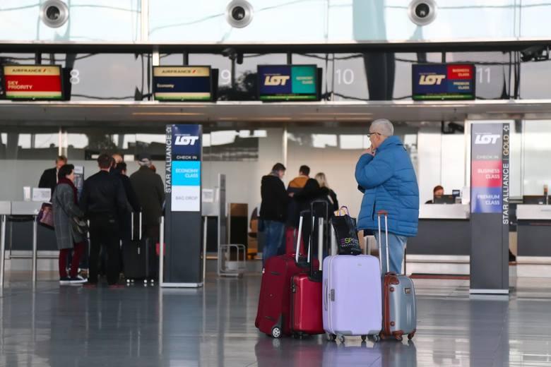 Z wyprzedzeniem czy na ostatnią chwilę - kiedy najlepiej rezerwować wakacyjne loty? Eksperci KAYAK.pl przyjrzeli się cenom biletów lotniczych w najbardziej