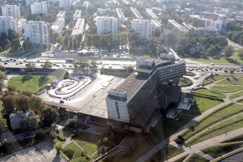 Kraków. Urząd zajmuje się wielką inwestycją w miejscu dawnego hotelu Forum, choć wnioskodawca nie ma prawa do terenu