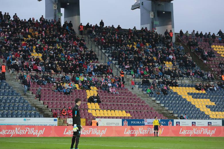 Mecz reprezentacji przyciągnął ok. tysiąca kibiców na trybuny stadionu przy ul. Twardowskiego.