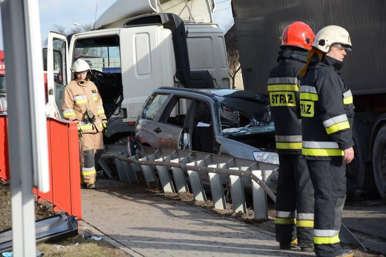 W piątek, kilka minut po godz. 14 w miejscowości Rzęśnica (gmina Złocieniec) doszło do zderzenia trzech aut. Dwie osoby zostały  ranne. Stan jednej z