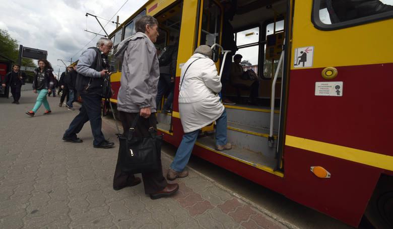 Dlaczego spóźniają się łódzkie tramwaje i autobusy? W październiku w sumie o 167 godzin, czyli... o tydzień!
