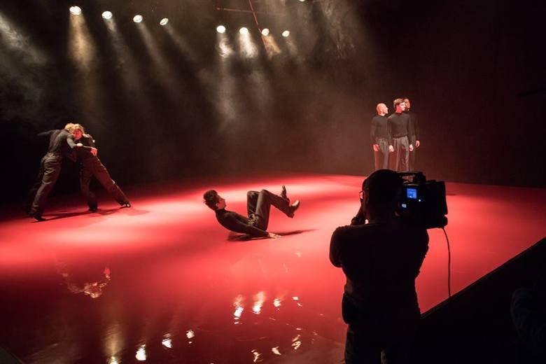 """W Teatrze Rozbark zaprezentowano dwa premierowe spektakle - """"Lorem ipsum"""" w wykonaniu Vagabond Physical Collective oraz """"Rozkosz"""""""