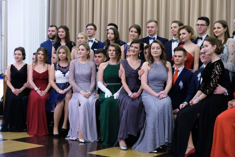 W niedzielę w Hotelu Łańcut odbyła się studniówka 2019 I Liceum Ogólnokształcącego im. Juliusza Słowackiego w Przemyślu. Zobaczcie naszą fotorelację!Zobacz