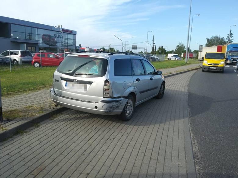 Do zderzenia samochodów doszło w poniedziałek, 2 września, na rondzie Kasprzaka w Gorzowie.Kierujący renault traffic wjechał na rondo tak nieostrożnie,