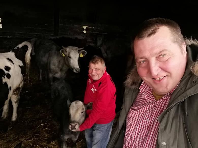 Adam Kraśko ze świąteczną wizytą w Plutyczach. Odwiedził Gienka i Andrzeja z programu FOKUS TV Rolnicy. Podlasie (zdjęcia)