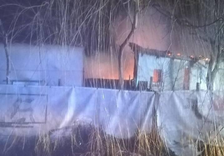 W sobotę w nocy doszło do pożaru budynku znajdującego się w miejscowości Dębe Kolonia w gminie Opatówek. Na szczęście w pożarze nikt nie ucierpiał. Zobacz