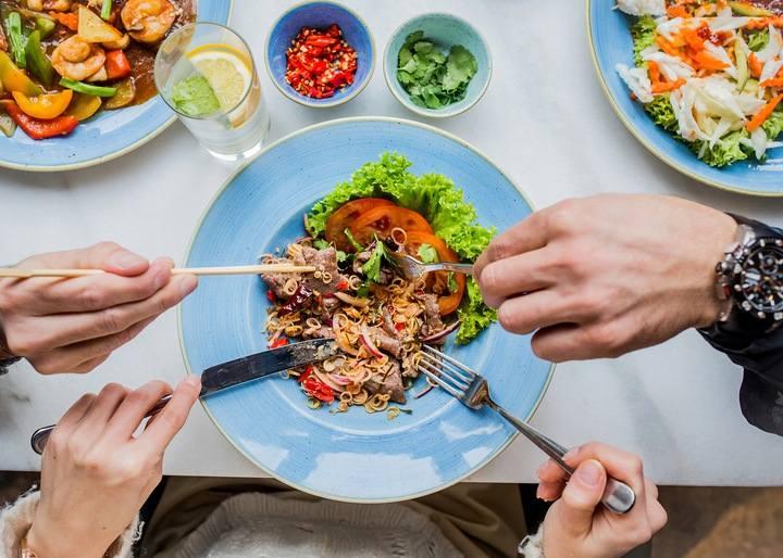 Kolacja z Robertem Makłowiczem w restauracji TAJLicytacja obejmuje zaproszenie dla 2 osób, do wykorzystania w terminie uzgodnionym odpowiednio wcześniej