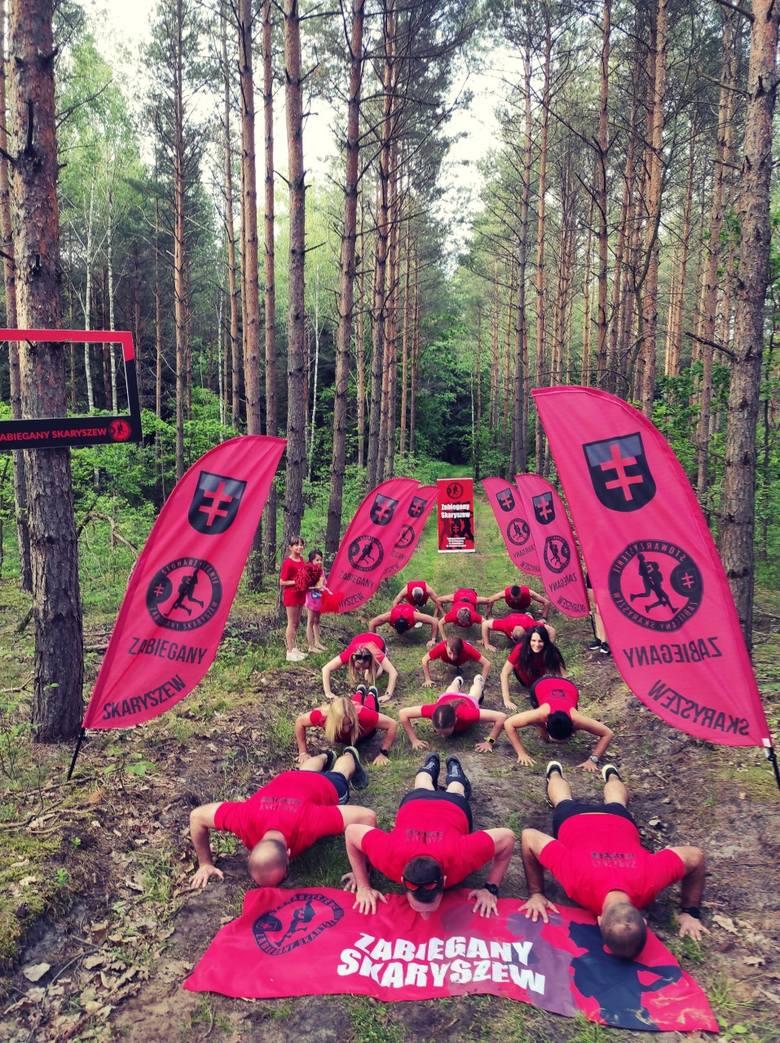 Członkowie Zabieganego Skaryszewa przeprowadzili akcję w lesie, gdzie zawsze trenują biegi.