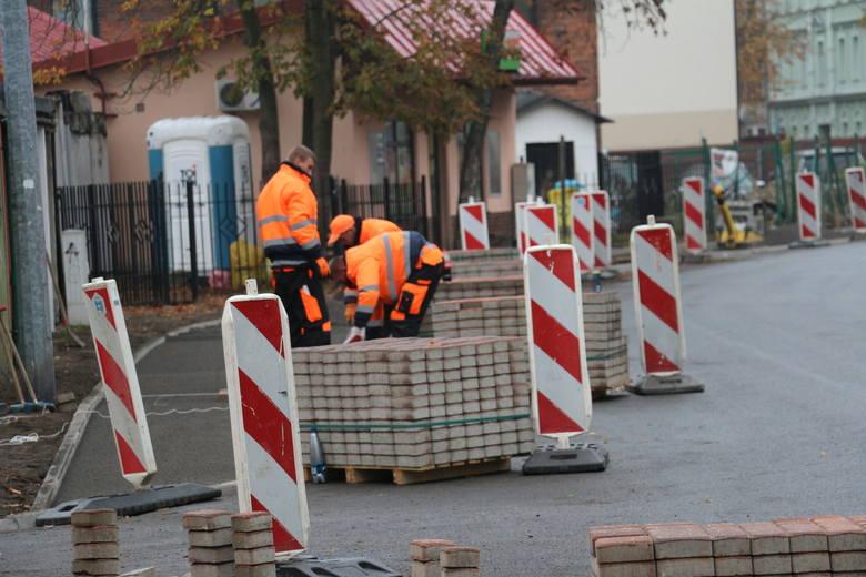Do Nowej Soli w listopadzie dwa razy przyjeżdżali saperzy z Głogowa. Byli wzywani, ponieważ przy przebudowie chodnika przy ul. Wesołej natrafiano na fragmenty pocisków moździerzowych.<br />