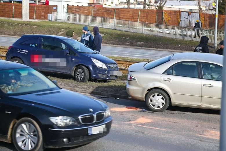Zobacz miejsca we Wrocławiu, w których w 2018 roku najczęściej dochodziło do kolizji drogowych - także tych, które nie były zgłaszane policji. Zestawienie
