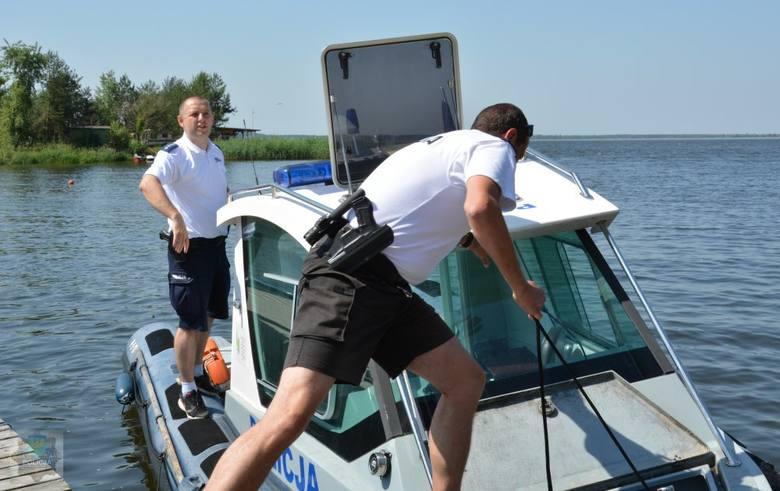 Policyjne służby na wodzie potrwają na Opolszczyźnie do połowy września. Jeśli jednak aura nadal będzie sprzyjać wypoczynkowi nad wodą, mundurowi zostaną