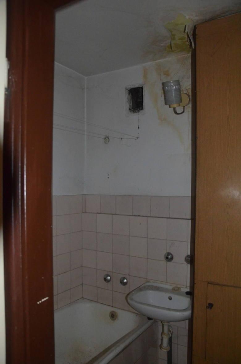 Spółdzielcze własnościowe prawo do lokalu położonego na drugim piętrze (III kondygnacja). Lokal składającego się z jednego pokoju, kuchni, w.c. oraz