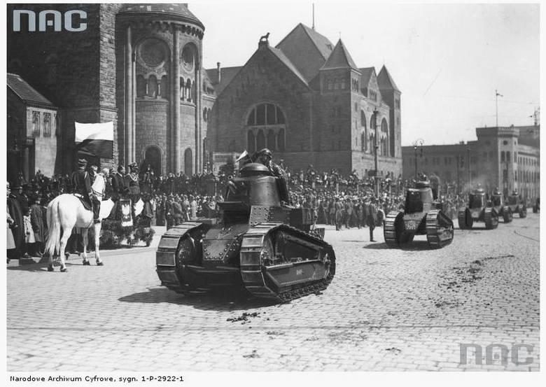 Święto Narodowe Trzeciego Maja. Defilada przed Zamkiem Cesarskim - 1933 rok