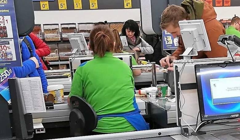 Pracownicy Biedronki czują się przeciążeni fizycznie i psychicznie. Trwa referendum strajkowe