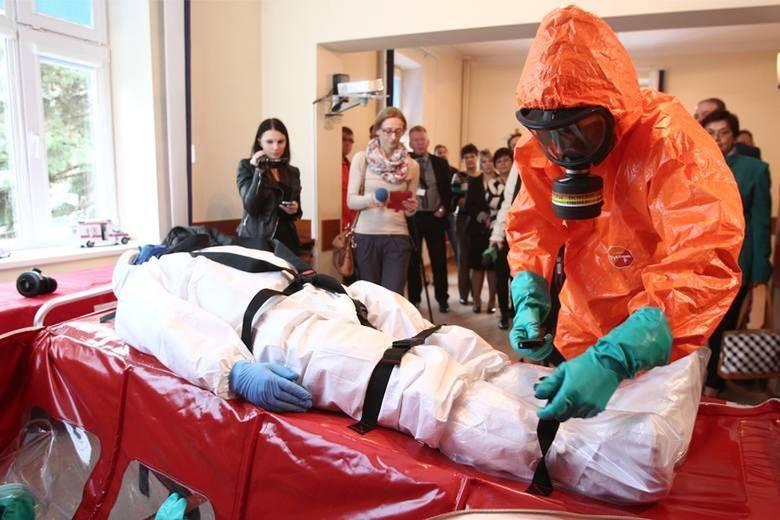 Koronawirus w ekspresowym tempie przenosi się między państwami. Chociaż zakażenia odnotowano już w wielu miejscach na świecie, wirus nadal jest pewną