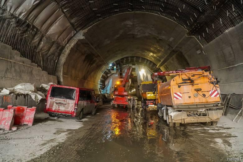 Tak powstaje nowa, ekspresowa zakopianka. W budowie jest 16-kilometrowy odcinek. Na zdjęciach widać najnowsze zdjęcia z budowy dwukilometrowego tunelu